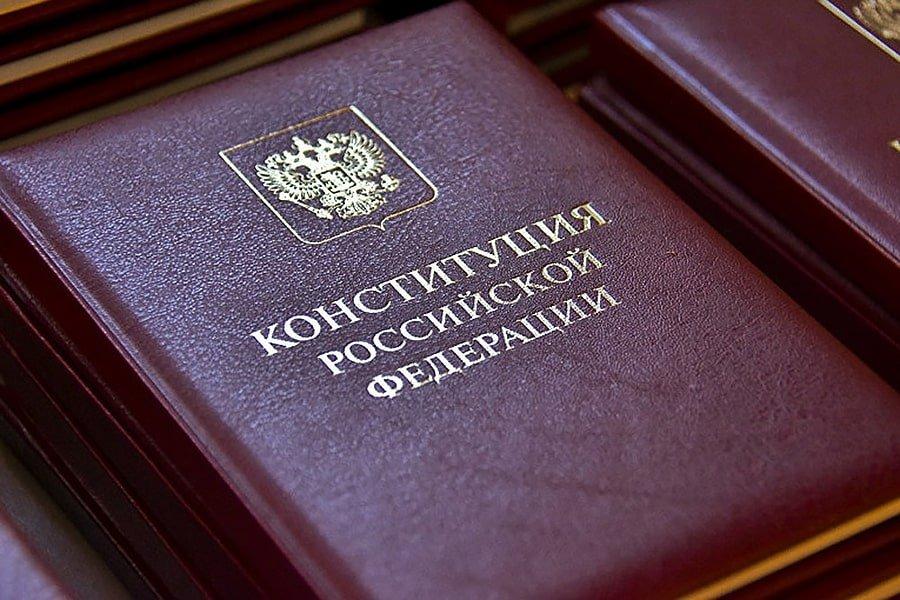Песков назвал поправки в Конституцию «цементированием» России