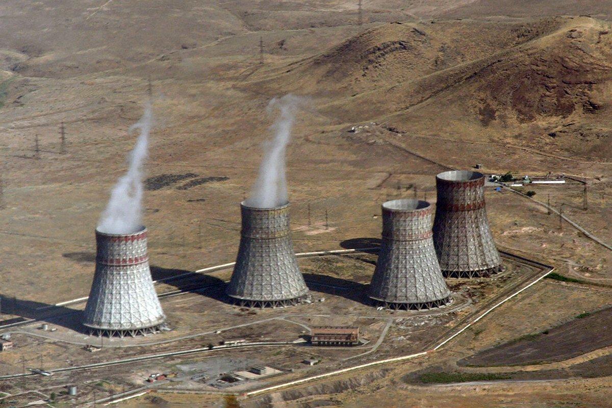 Азербайджан пригрозил ударить по Мецаморской АЭС в Армении