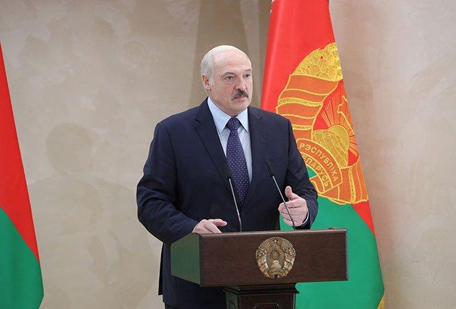 Лукашенко заявил об угрозе обрушения Белоруссии