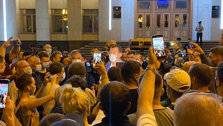 Дегтярёв впервые решился пообщаться с митингующими в Хабаровске