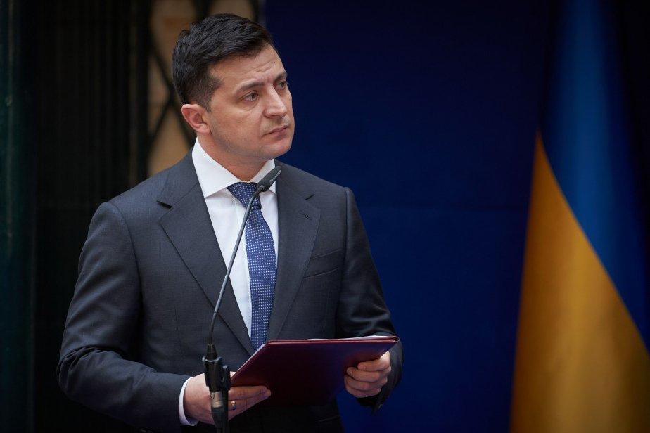 На Украине Зеленского призвали извиниться и покинуть пост президента