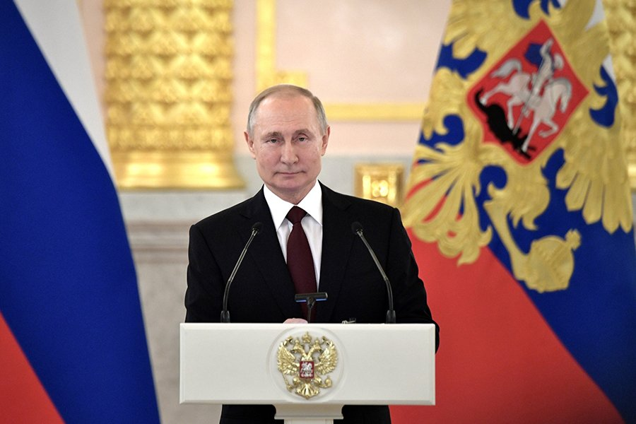 Путин повысил зарплату чиновникам