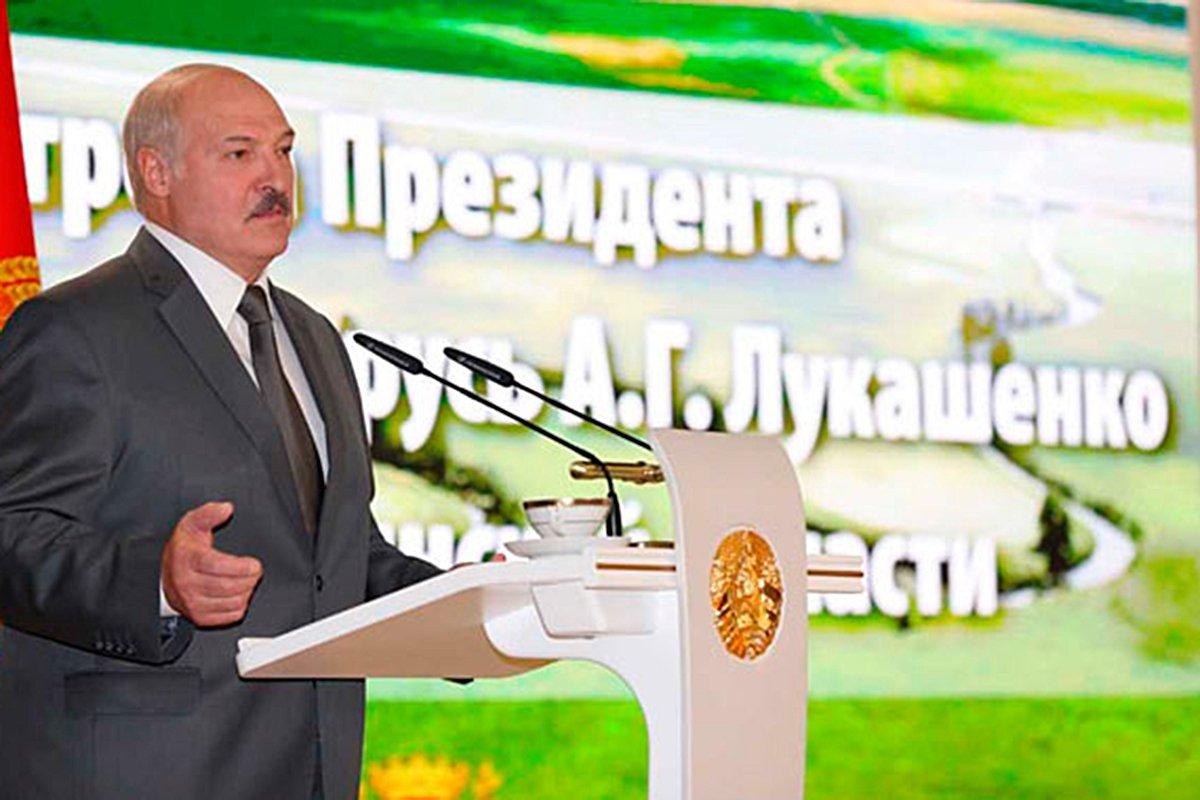 Лукашенко обещал не ломать Белоруссию через колено