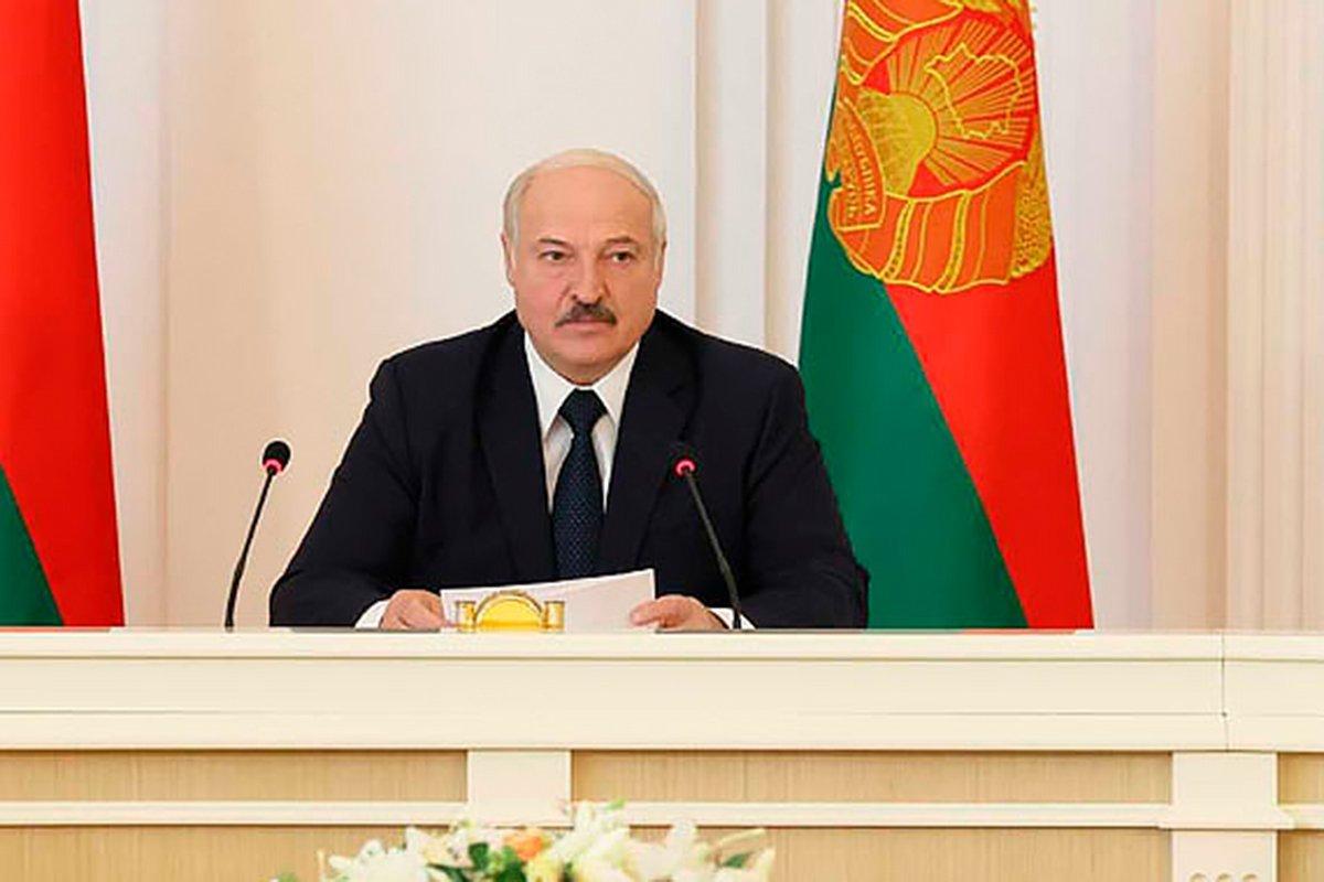 Лукашенко потребовал выдворять иностранных журналистов за деструктивные статьи