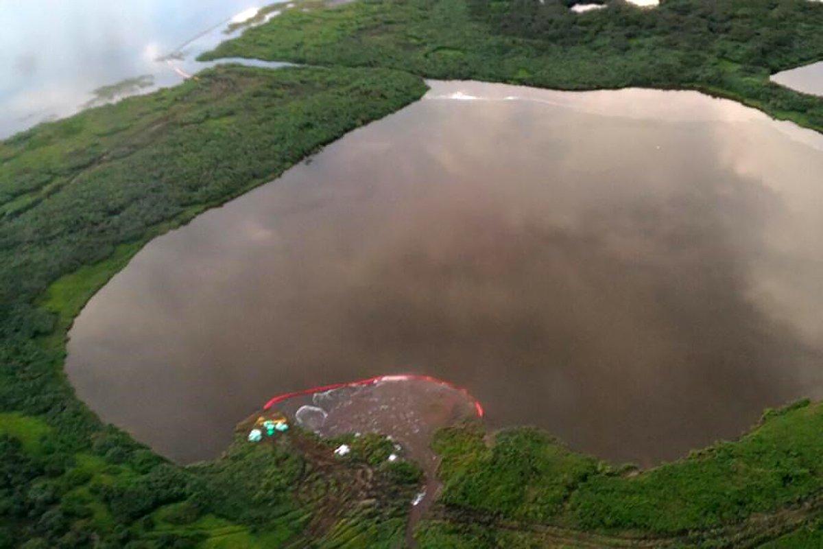 В таймырском посёлке ввели режим ЧС из-за разлива более 40 тонн топлива