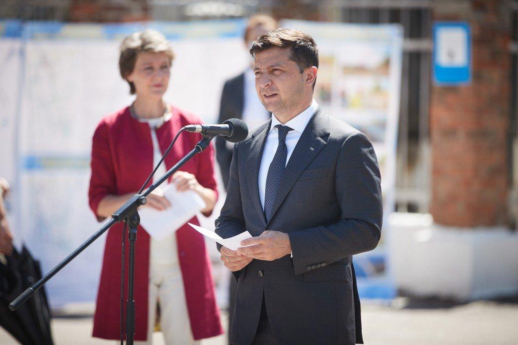 Зеленский призвал расшифровать Минские соглашения