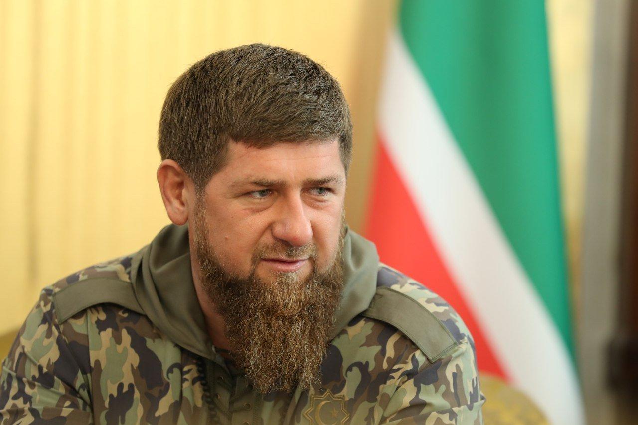 Кадыров побрился наголо в ответ на просьбы открыть парикмахерские