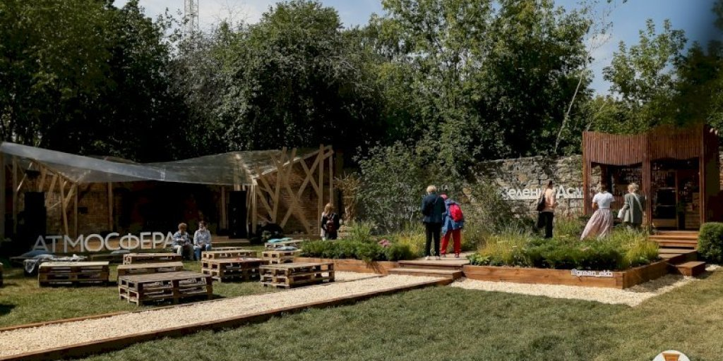 Зеленые крыши и танцующая вода: в Екатеринбурге открылся фестиваль ландшафтного искусства «Атмосфера» (ФОТО)