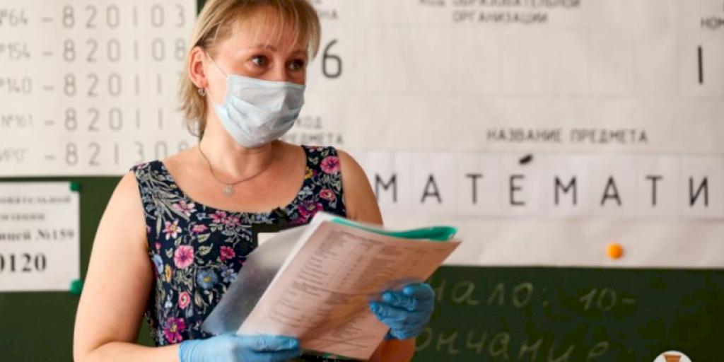 Мишустин упростил экзамены для школьников в 2021 году